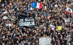 Menschen auf der place de la république in Paris