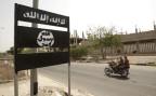Das Logo von Al Kaida auf einem Verkehrsschild in Jemen