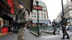 Militäreinheiten bewachen in Paris eine Métrostation.