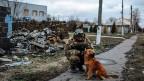 Ein Soldat der ukrainischen Armee in der ostukrainischen Stadt Debalzewe.