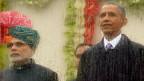 An der Parade zum indischen Tag der Republik – hinter einer Glasscheibe an die der Regen prasselt: der indische Premier Narendra Modi und sein Ehrengast, US-Präsident Barack Obama.