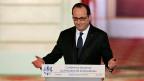 Der Auftritt des französischen Präsidenten François Hollande, am Rednerpult im Elysée-Palast.