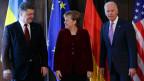 Der ukrainische Präsident Poroschenk, Bundeskanzlerin Merkel und US-Vizepräsident Biden an der Münchner Sicherheitskonferenz.