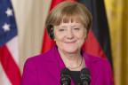 Angela Merkel lächelt in die Kamera.