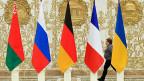Der Vierer-Gipfel in Minsk: die Ausgangslage ist äusserst vertrackt. Immerhin findet er statt. Bild: die Flaggen von Weissrussland, Russland, Deutschland, Frankreich und der Ukraine.
