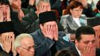 Versammlung im Khanpalast in Bachtschyssaraj, dem kulturellen und politischen Zentrum der Krimtataren. «Das Ziel ist, uns zu einer freiwilligen Deportation zu bringen», sagt ein Krimtatare im Beitrag.