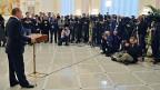 Nach der Vereinbarung des Waffenstillstands für die Ostukraine stellt sich der russische Präsident Putin der Journalistenschar.