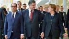 Der französische Premier Holland, der ukrainische Präsident Poroschenko und die deutsche Bundeskanzlerin Merkel nach der Unterzeichnung des Waffenstillstandsabkommens in Minsk. In Brüssel ist klar:  Eine Lockerung der EU-Sanktionen gegen Russland ist noch kein Thema.