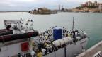 Flüchtlinge vor der Landung auf  Sizilien
