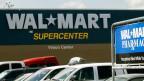 Rund 500'000 der Walmart-Angestellten erhalten 9 Dollar oder mehr pro Stunde; das ist ca. 1.75 über dem gesetzlichen Mindestlohn.