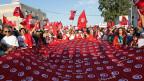 Jeder zweite Arbeitsplatz in Tunesien ist in der Schattenwirtschaft, also illegal. Nach Berechnungen eines Ökonomen entziehen sich 85Prozent aller Unternehmen der staatlichen Bürokratie.