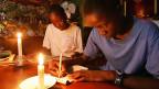 Ein Witz macht zurzeit in Südafrika die Runde. Frage: Was benutzte man in Südafrika, bevor es Kerzen gab? Antwort: elektrischen Strom.