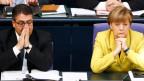 Bundeskanzlerin Angela Merkel (rechts) und Wirtschaftsminister Sigmar Gabriel am Deutschen Bundestag am 27. Februar 2015.