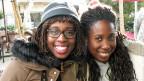 Eleni und Marianthi. Ihre Eltern sind aus Nigeria nach Griechenland gekommen.