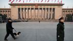 Sicherheitskräfte vor der Halle des Volkes in Peking.