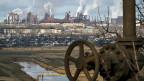 Blick auf ein Stahlwerk in Mariupol. Alle sehen, dass die ukrainische Wirtschaft marode ist, und trotzdem sind alle grundsätzlichen Reformversuche gescheitert.