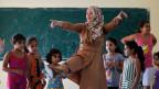 In Deutschland dürfen muslimische Lehrerinnen künftig ein Kopftuch tragen- wegen der Religionsfreiheit.