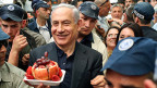 Israels Premier Benjamin Netanyahu auf dem Mahane-Yehuda-Markt in Jerusalem. Dieser hat den Ruf, politischer Gradmesser für die Stimmung im rechten Lager Israels zu sein.