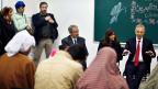 Als Delegierter des Nahost-Quartetts besucht der ehemalige britische Premier Tony Blair eine Schule der Uno in Gaza Stadt.