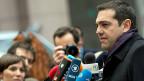 Nach der Ankunft in Brüssel stellt sich Alexis Tsipras den Medien.