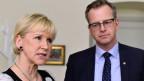 Schwedens Aussenministerin Margot Wallstro (links) und Wirtschaftsminister Mikael Damberg stellen sich in Stockholm den Fragen der Presse.
