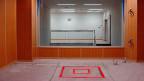Eine Todeszelle in Tokio. Im rot markierten Quadrat muss sich der zum Tode Verurteilte hinstellen.