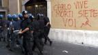 Am G8-Gipfel in Genua im 2001 sind Demonstranten von Polizisten schwer verprügelt worden.