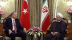Der iranische Präsident Hassan Rohani, rechts, im Gespräch mit dem türkischen Präsidenten Recep Tayyip Erdogan in Teheran, Iran, am 7. April 2015.