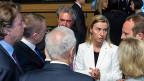 Die EU-Aussenminister scheinen hilf- und ratlos angesichts der zunehmenden Zahl von Bootsflüchtlingen im Mittelmeer. Im Zentrum: die EU-Aussenbauftragte Federica Mogherini.