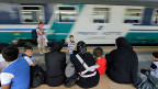 Viele Flüchtlinge aus Syrien bleiben auf ihrem Weg Richtung Norden im Bahnhof von Mailand stecken.