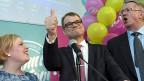 Juha Sipilä (Mitte) feiert mit seiner Zentrumspartei den Wahlsieg.