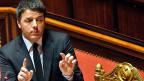 In Italien hatte bisher nie eine einzige Partei eine Mehrheit. Die Grossen brauchten stets Klein- und Kleinstparteien als Mehrheitsbeschaffer. Und das habe zu einer Kultur der Käuflichkeit geführt. Bild: Premier Matteo Renzi vor dem Senat.