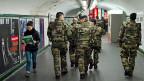 7000 Soldaten werden in Frankreich dauerhaft abgestellt, um gefährdete Einrichtungen wie Synagogen gegen Anschläge zu schützen. Frankreich stehe schweren Bedrohungen gegenüber, sagt Präsident François Hollande.