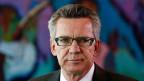 Deutliche Aufregung um ein diffuses Thema: der deutsche Innenminister  Thomas de Maizière steht in der Kritik; er war von 2005 bis 2009 selbst Chef des Kanzleramts, der Aufsichtsbehörde für den BND.