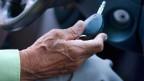 Ältere Autofahrer verursachen mehr Unfälle.