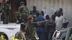 Nach dem Putschversuch seien unter anderem drei Generäle festgenommen worden, darunter auch der ehemalige Verteidigungsminister Cyrille Ndayirukiye (Mitte).