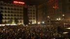 Eine Masse besucht eine Rede des Podemos-Leiters Pablo Iglesias, der in Madrid die Erfolge der Partei Ahora Madrid feiert