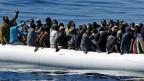 Massnahmen gegen das Flüchtlingsdrama im Mittelmeer: Die EU will Italien und Griechenland entlasten und 40'000 Flüchtlinge auf andere Länder verteilen.