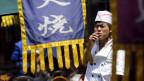 Abschied vom Reich des Tabaks? Ein Koch gönnt sich eine Zigarette während seiner Pause.