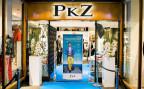 Der Eingang zum PKZ-Geschäft in Bern - PKZ ist eine der wenigen Firmen, die den Sprung ins digitale Zeitalter geschafft haben