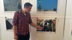 In der Kappelle des reformierten Kulturhauses Helferei neben dem Grossmünster hängen Mitglieder von Breaking the Silence die letzten Fotos für ihre Ausstellung auf.  Einer von ihnen ist Shay Davidovich, 28, aufgewachsen in einer jüdischen Siedlung im besetzten Westjordanland. Zwischen 2005 und 2008 war er in der israelischen Armee und dabei auch in den Palästinensergebieten stationiert.