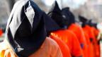 Das US-Verteidigungsdepartement sieht Shaker Aamer offenbar weiterhin als Hoch-Risiko-Insassen mit Verbindungen zu höchsten Al-Quaida? Bild: Proteste gegen Guantanamo.