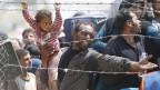 Syrische Flüchtlinge versuchen verzweifelt über die Grenze in die Türkei zu gelangen.