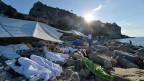 Flüchtlinge übernachten in Ventimiglia am Meer. Der Grenzübergang wird für sie praktisch unmöglich. Die EU streitet über einen gerechten Verteilschlüssel.