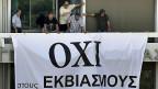 «OXI», Nein zum Sparpaket - Griechenland bleibt dabei. Das Transparent hängt  an einem Gebäude des Wirtschafts- und Finanzministeriums in Athen.