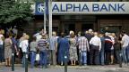 Je länger die Banken zu bleiben, desto schneller fällt die ganze Wirtschaft zusammen, sagt ein Athener Banker.