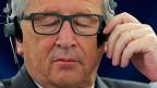 Konzentriert oder müde? Der EU-Kommissionspräsident an der Debatte des Europa-Parlaments in Strassburg. Jean-Claude Juncker sagte in Strassburg, einfache Lösungen gebe es nicht, und «Was wäre das für eine Union, wenn man nicht verhandelte?»