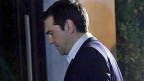 Bisher hat sich Griechenland mit Händen und Füssen gegen die Vorgaben der Geldgeber gestemmt; nun decken sich die eingereichten Reformvorschläge teilweise mit den Forderungen aus Brüssel. Premier Alexis Tsipras wirkt sehr nachdenklich beim Verlassen des Präsidentenpalasts.