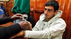 Majid N. am 12. Mai 2012 im Gerichtssaal in Nairobi. Für die Verhandlung werden ihm die Handschellen abgenommen.