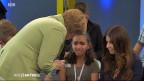 In einer Fernsehsendung verhält sich die deutsche Bundeskanzlerin Angela Merkel gegenüber einem syrischen Flüchtlingsmädchen ungeschickt.